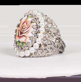 Ring Ornament umfasst, lachs